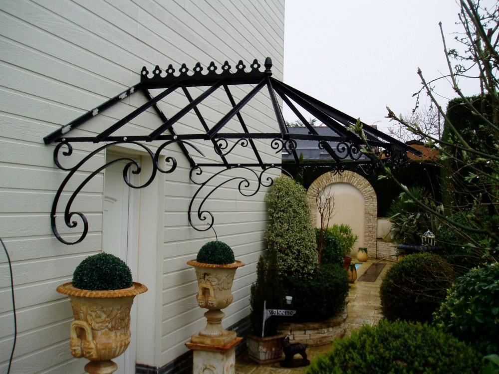 Protege pluie porte d entree maison design - Protege porte maison ...